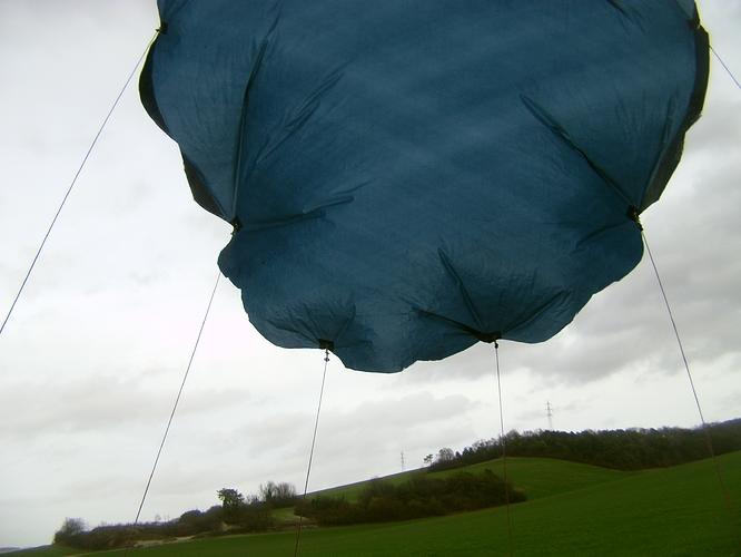 parachute%20en%20vol%20paysage